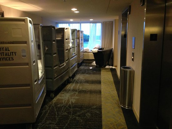 DoubleTree Club by Hilton Hotel Boston Bayside: Elevator lobby on 3rd floor, whatch out for the laundry! (5/20/2014)