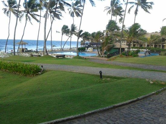 Catussaba Resort Hotel : Área da piscina junto a praia.