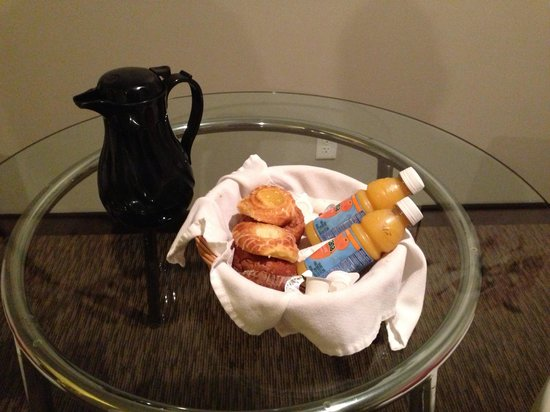Belamere Suites: Our complimentary breakfast: 2 Danishes, 2 cinnamon muffins, coffee and Orange juice