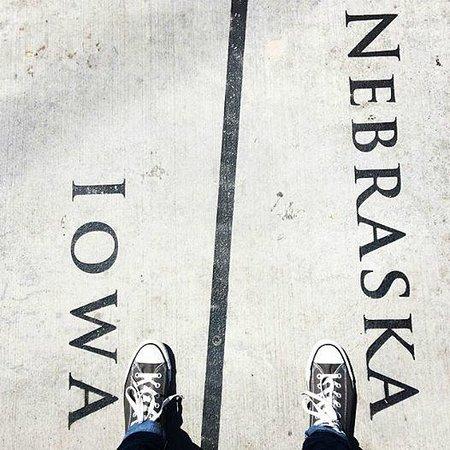 Bob Kerrey Pedestrian Bridge : At the state border