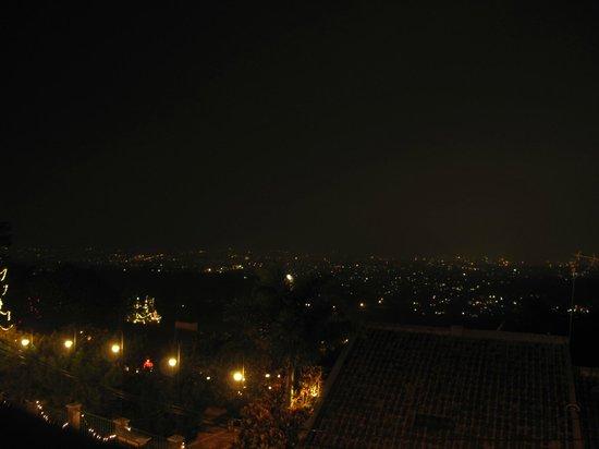 The Valley Resort Hotel: 夜景