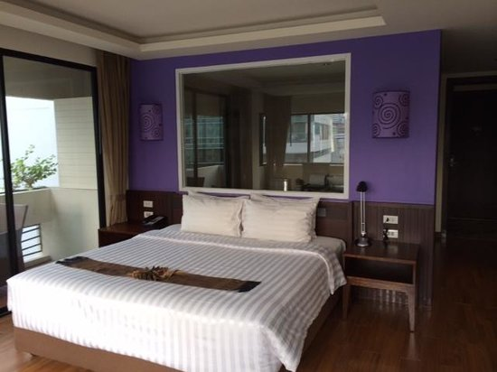 Hotel Mermaid Bangkok: ダブルベッドの後方はバスルーム