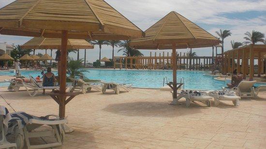 Grand Seas Resort Hostmark: piscine et petits ponts magnifique