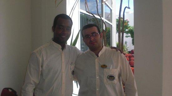 Grand Seas Resort Hostmark: mes deux gentils serveurs
