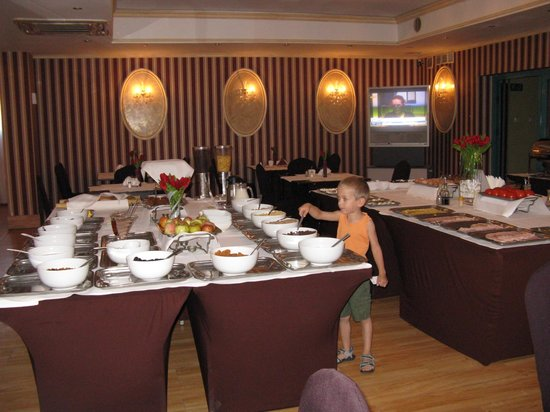 Hotel Jasek: завтрак - богатый шведский стол