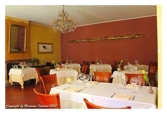 Sala con Camino - Picture of Vittorio Veneto, Cherasco - TripAdvisor