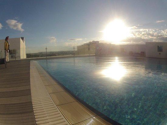 Rocca Nettuno suites : Бассейн на террасе 6-го этажа