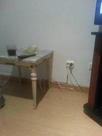 Apartamentos Paris Centro: cables colgando