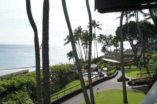 Napili Kai Beach Resort: View from room 92 looking north