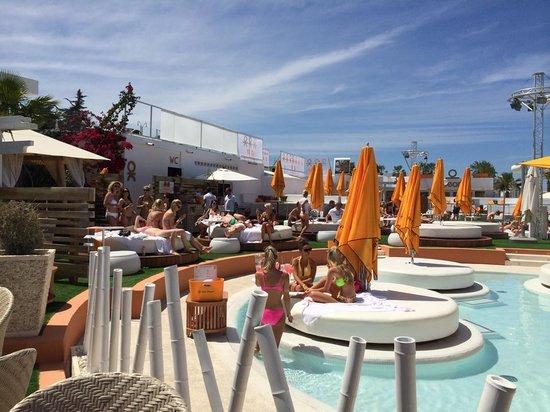 THB Ocean Beach: Ocean Beach club next door