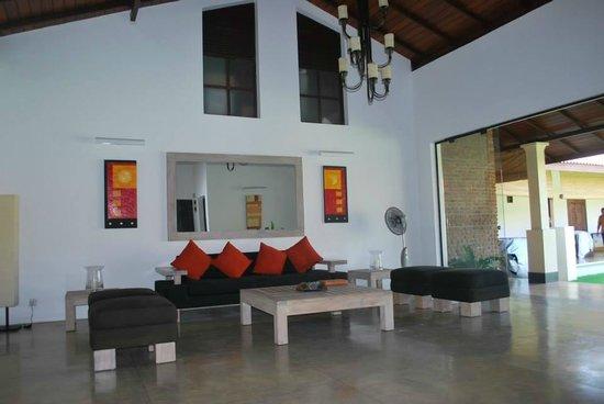 Ayana Villa: The entrance lobby