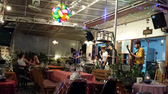 The Garden Chiang Mai: live band in actio