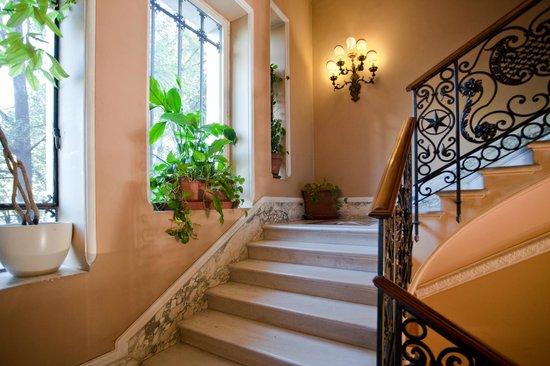 Aldrovandi Residence City Suites: Spazi Comuni / Scale in Marmo