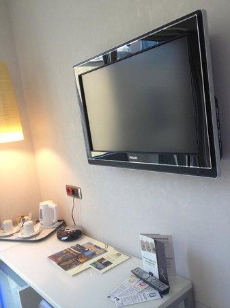 Best Western Premier Hotel Royal Santina: TV
