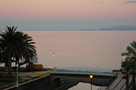Vila Galé Santa Cruz : вид с моего балкона вечером