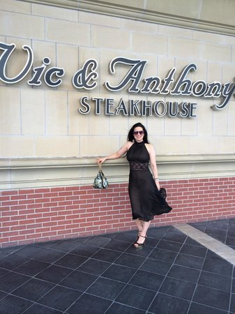 Vic & Anthony's Steakhouse: Windy evening
