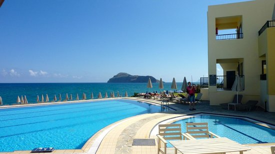 Blue Dome Hotel: Pool and sea