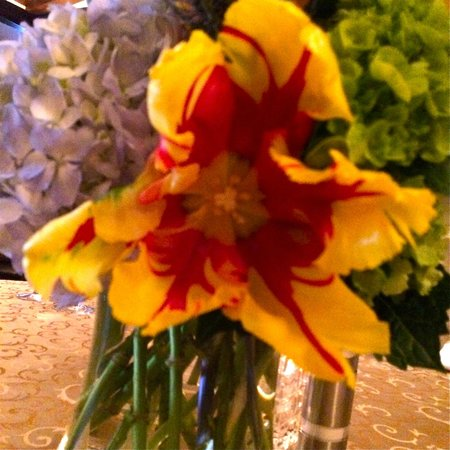 Vic & Anthony's Steakhouse: ruffled tulips on the table