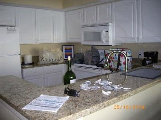 Carolinian Beach Resort : kitchen