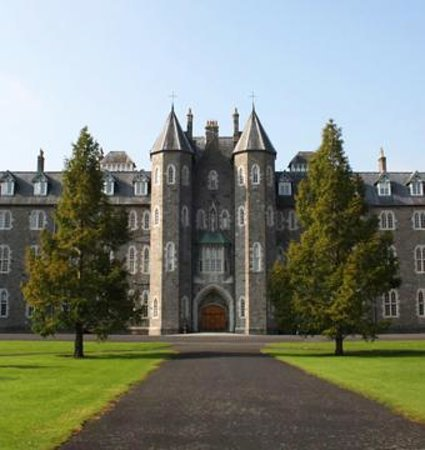 Maynooth, Ireland: Beautiful castle-like structure