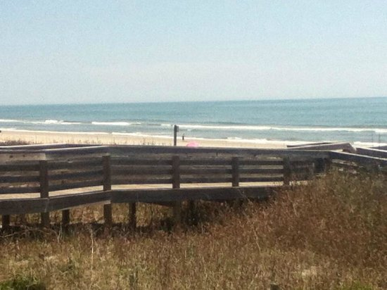 Litchfield Beach & Golf Resort: Beach was a two min walk away
