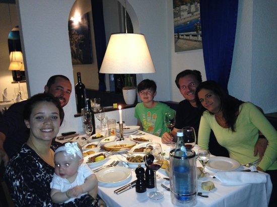 Taverna Ikaros: Família e amigos