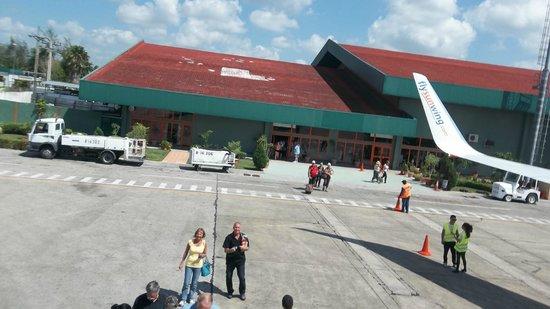 Memories Paraiso Azul Beach Resort : landing at the air port