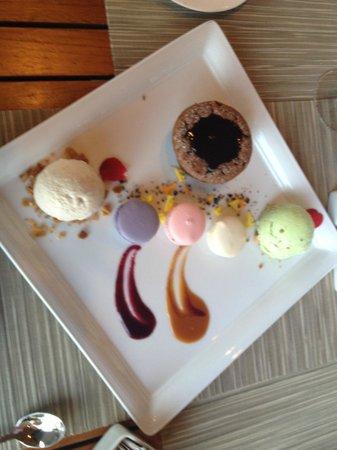 Westin Mission Hills Golf Resort & Spa: Dessert : Macarons, Lava Cake, Vanilla Bean Ice Cream and, Pistachio Ice Cream