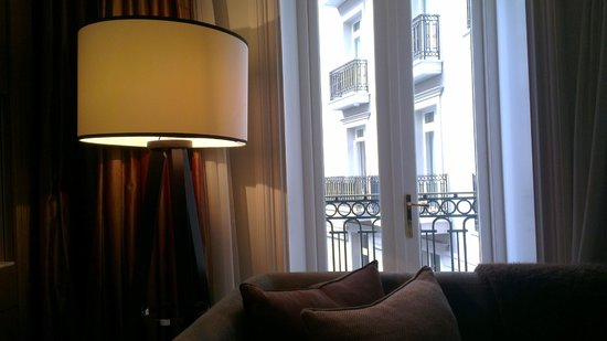 Corinthia Hotel London: Junior Suite Detail