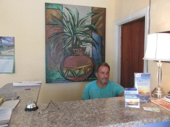 Sta'n Pla Motel: Amber Tides Office