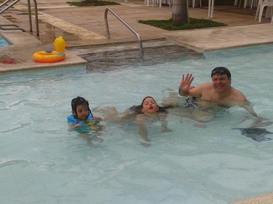 Estelar Santamar Hotel & Convention Center: Having fun in the kiddie pool