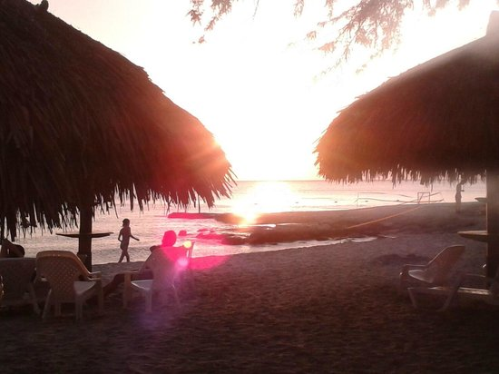 Estelar Santamar Hotel & Convention Center: Sunset in the hotel beach
