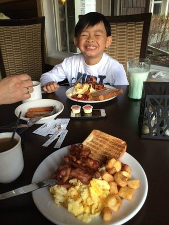 Windtower Lodge & Suites: Breakfast time!