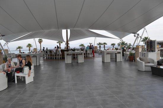 Paloma Pasha Resort : la terrasse et le bar extérieur