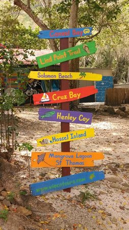 Caneel Bay Resort : Cute signs at Honeymoon Beach