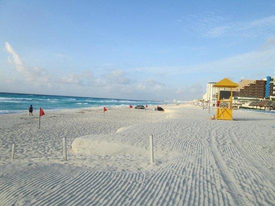 Golden Parnassus All Inclusive Resort & Spa Cancun: the beach!