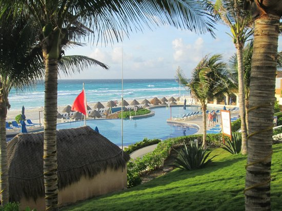 Golden Parnassus All Inclusive Resort & Spa Cancun: whole pool