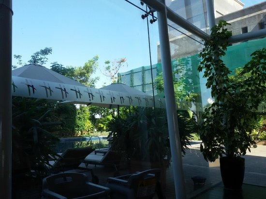 Holiday Inn Pune Hinjewadi: Dining area facing pool