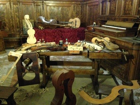 Museo della Musica : Reconstruction Of Instrument Makers Workshop