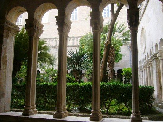 Franciscan Monastery: Claustro