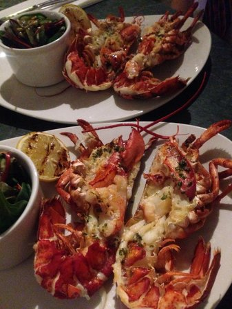 Browns Brasserie & Bar: Lobster make sure with CLAWS