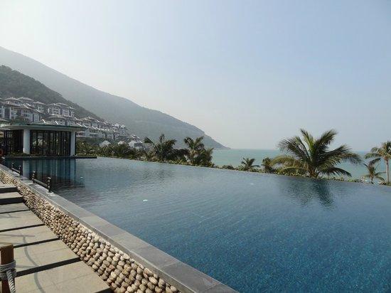 InterContinental Danang Sun Peninsula Resort: infinity pool