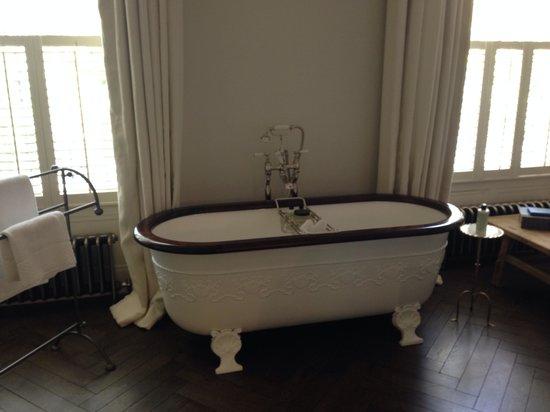 No 131: Bath in room 6