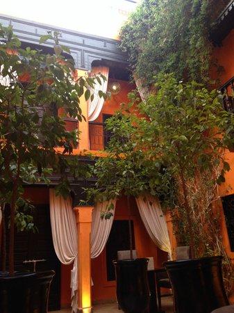 Riad Hermes: les balcons qui entourent le patio