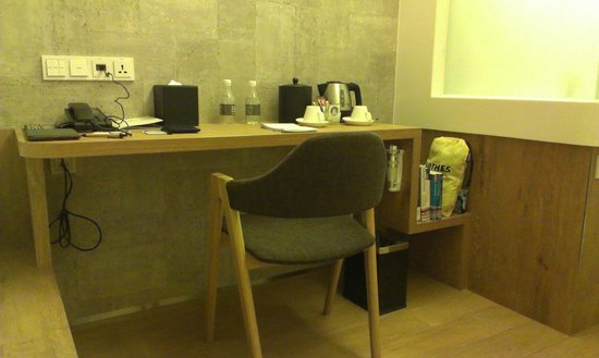 BIG Hotel Singapore : The work desk, with a space at the side for storing items (in picture, my library books)