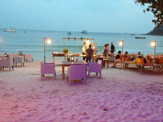 La Lune Beach Resort: dinner is served
