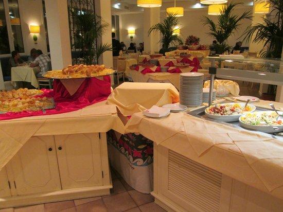 Costanza Beach Club : un des buffets