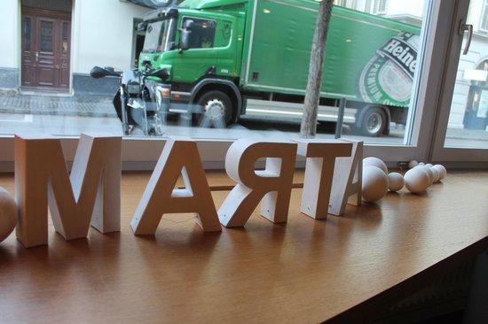 Hotel Marta: Recepción