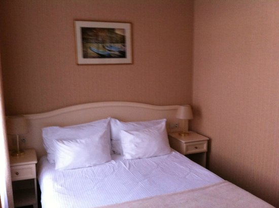 Aston Hotel : На такой кровати сон как у младенца