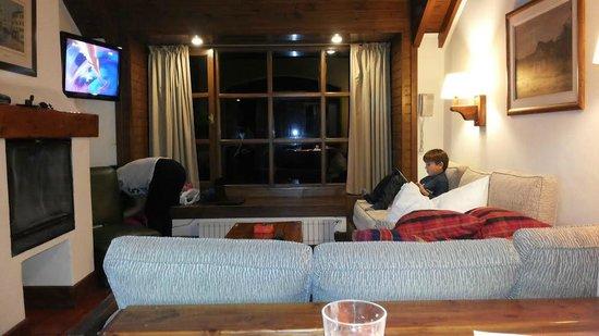 Pailahue Lodge & Cabanas: Vista nocturna de la habitacion